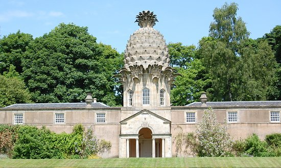 Experienced Tours: On tour at The Pineapple building near Airth