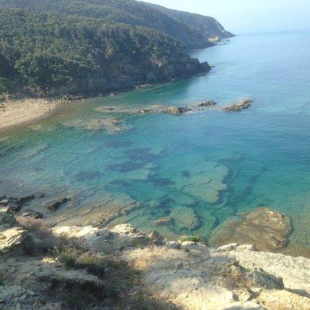 Populonia, Italie : Cala San Quirico arrivando da Buca delle fate