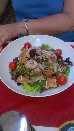 Carnivor Du Centre: salade de saumon