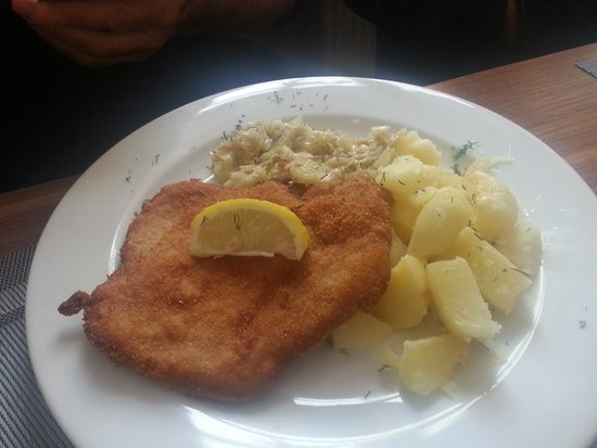 ‪‪Restaurant at Wawel Royal Castle‬: Schnitzel and potatoes‬