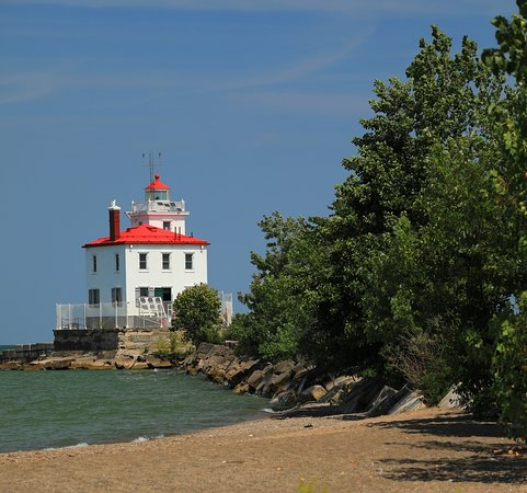 Mentor, OH: Lighthouse at Headlands Dunes Nature Preserve
