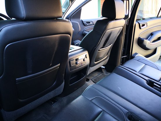 Miracle Mile Limousine Services and Sightseeing Tours: Suburban interior 1