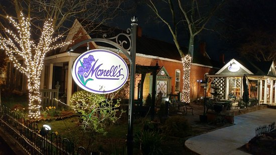 Monell's Dining & Catering: Courtyard, waiting area