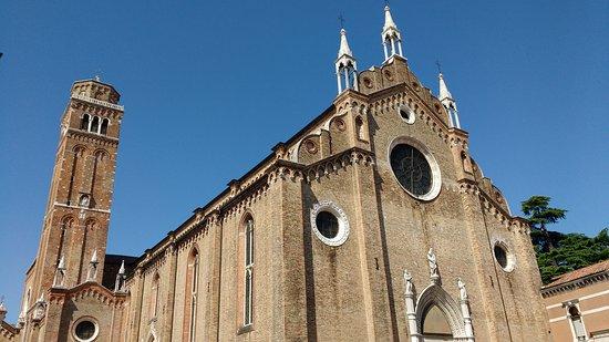サンタ・マリア・グロリオーザ・デイ・フラーリ聖堂