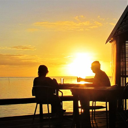 Savaii Lagoon Resort: The perfect spot to enjoy a drink at sunset!!