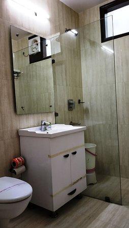 Hotel Sohi Residency: Deluxe Room Bathroom