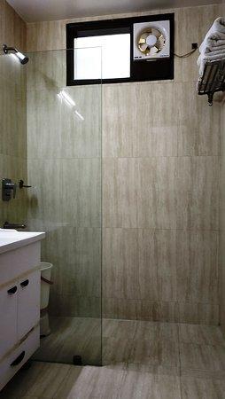 Hotel Sohi Residency: Executive Room Bathroom