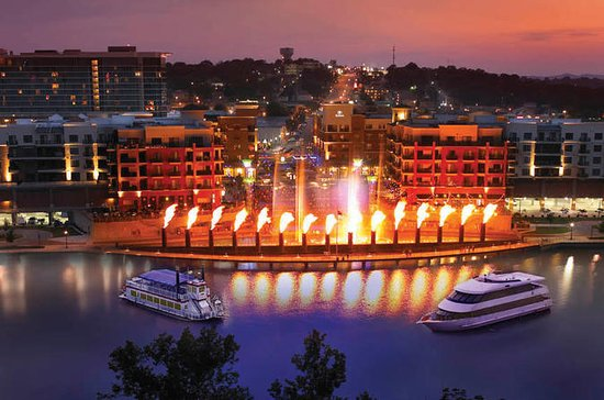 Main Street Lake Cruises de Branson...