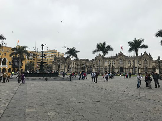 Presidential Palace (Palacio de Gobierno): Outside at Noon on a Gloomy day