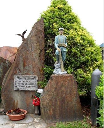 Monumento di Pino Lago Maggiore