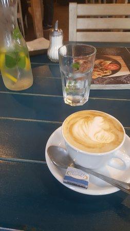 Классное кафе и магазин при нём.. приём)
