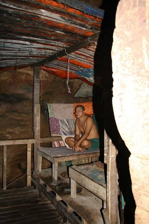 Gomantong Cave Sandakan: A man who lived inside the cave so that no one would steal his allotment of edible bird nests