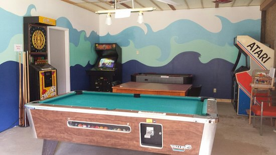 Remer, MN: The Flip Flop game room