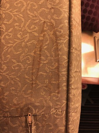DoubleTree by Hilton Hotel New York City - Financial District: Stains all over pull out couch