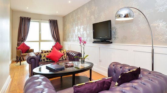 Jameson Court Apartments: One Bedroom Apartment - Living Room