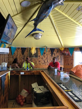 Goldie's Conch House Nassau Bahamas: small bar