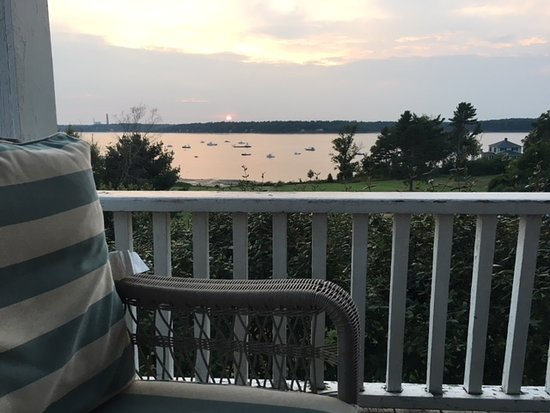 Chebeague Island, ME: Loved the beautiful view from the wrap around porch, incredible sunset!