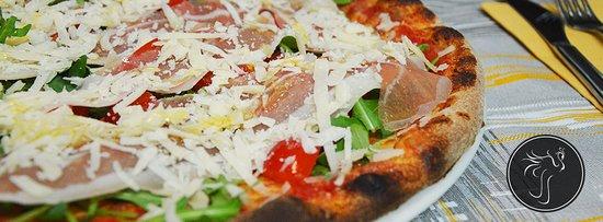 Migliarino, Italy: Pizza crudo, pomodorini e grana
