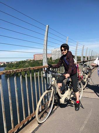 Stockholm E-Bike Tour with App Guide - 5 Hours: 変速もアシストもスムーズなとても良い自転車です。ヘルメットも貸してもくれます。ただ少し大きめ。身長156cmmでサドルを一番低い位置にセットして爪先立ち。