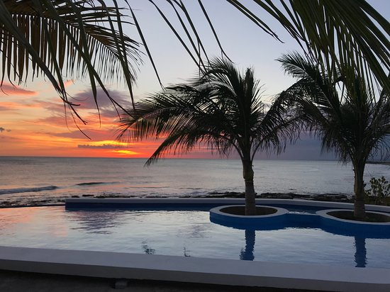 Puerto Sandino, Nicaragua: new infinity pool, right in front of a surf spot