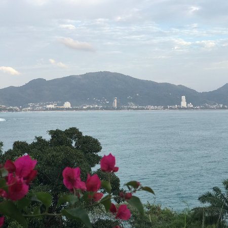 Phuket Private Transfer: Nice view & nice minivan...thanks PTF.