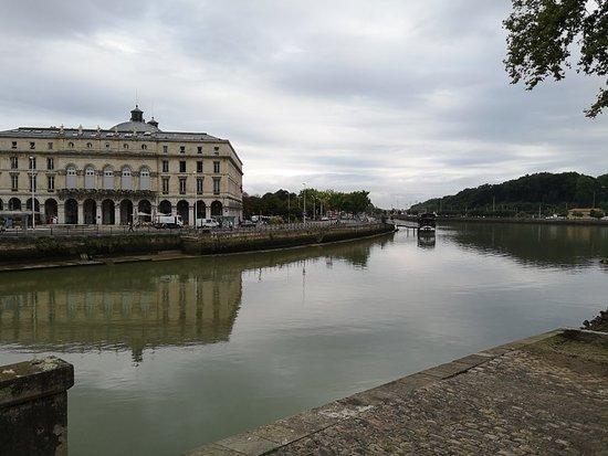 Produits f tes de bayonne picture of office de tourisme de bayonne bayonne tripadvisor - Bayonne office de tourisme ...
