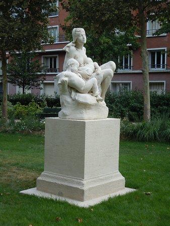 Statue La Maternité
