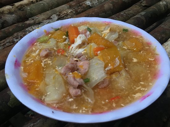 Chi Phat, Campuchia: dinner (pork, potato soup)