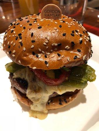 Hell S Kitchen Burger Picture Of Gordon Ramsay Burger Las Vegas Tripadvisor