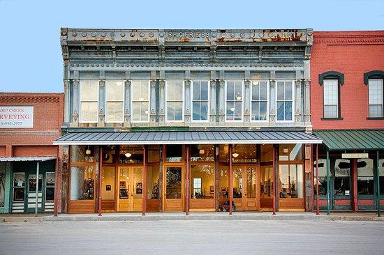 Davis & Blevins Main Street Gallery