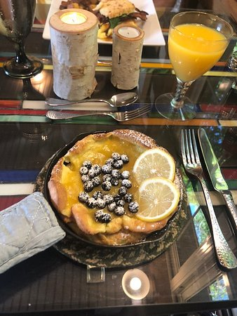 The Inn at Birch Wilds: Lemon/blueberry Swedish Dutch Baby Pancake....excellent!