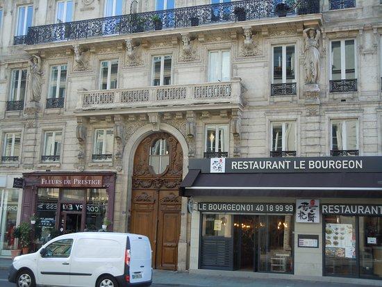 Les Cariatides de la rue de Châteaudun