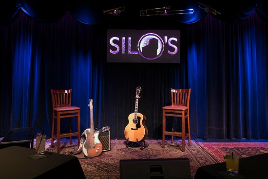 Napa River Inn at the Historic Napa Mill: Silos Night Club on site provides outstanding live music.