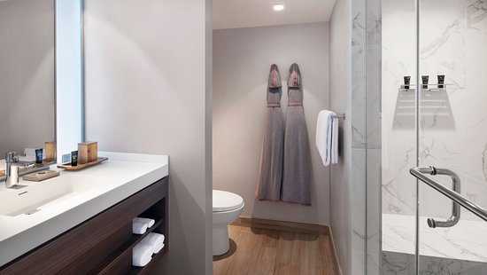 timeless design 5a470 e1b5b Spacious Bathroom and Stylish Jersey Centric Robes in all ...