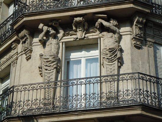 Les Atlantes de la rue de Crimée