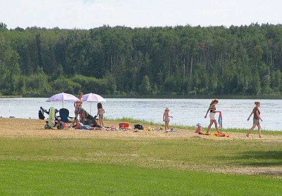 Barrhead, Kanada: Beach at Thunder Lake Provincial Park.
