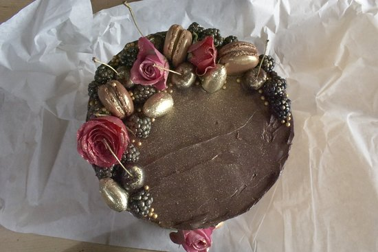 Pureknead : Bespoke cakes available.