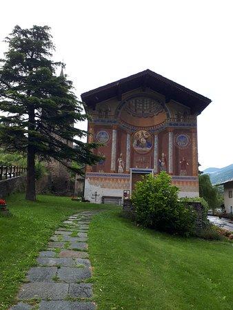 Aymavilles, Italien: La facciata affrescata