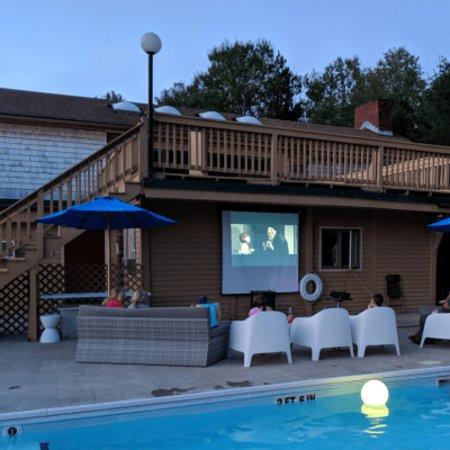 Town & Country Resort Motor Inn: Poolhouse