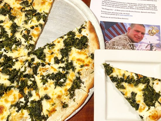 Dumont, นิวเจอร์ซีย์: Daggo's Pizza- Semper Fi!