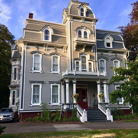 Queen Anne Inn Photo
