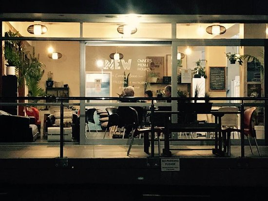 Opua, New Zealand: Late night punters in for a drink