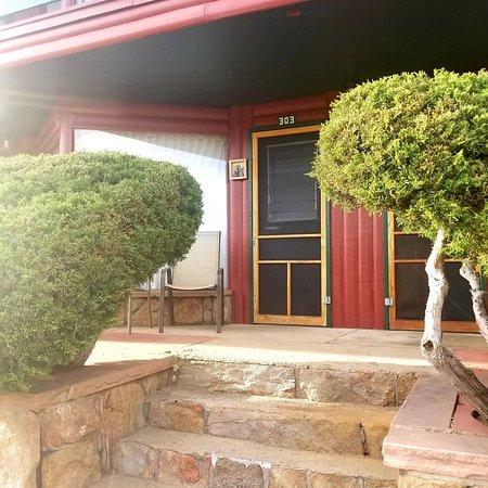 Discovery Lodge: My front door, loved the vintage style screen door!!