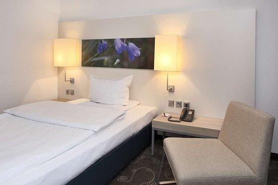 H+ Hotel Siegen: Guest room