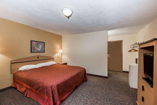 Atlantic, IA: Guest room