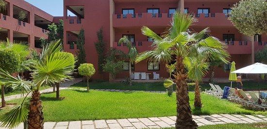 Ouahat Sidi Brahim, Morocco: Bonjour Hotel qui ne merite malheureusement pas son prix... enfaite c juste des appartements qui