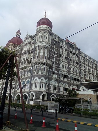Behind Taj Oberoi Picture Of The Gordon House Hotel Mumbai