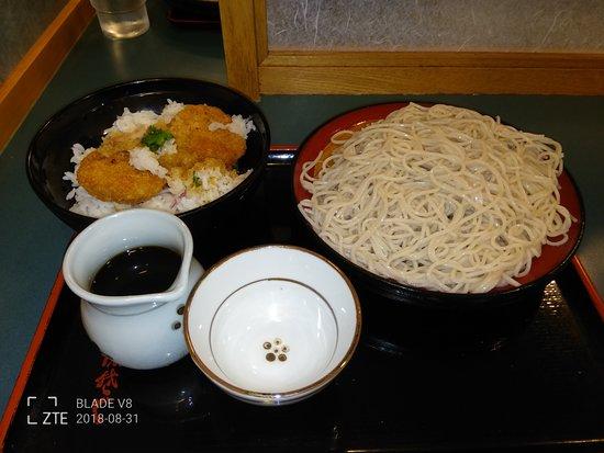 Kojimachi, Japonia: おろしヒレカツ丼と2枚盛りもりそばのセット