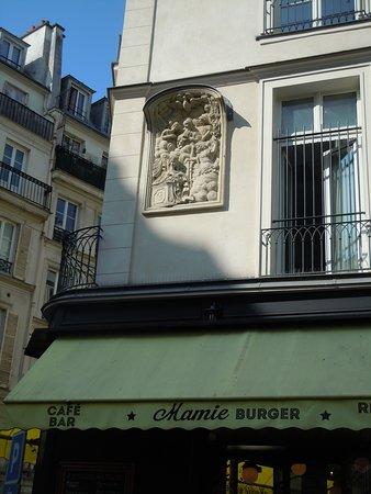 Bas-relief de la rue du Faubourg Montmartre