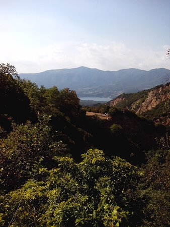 Velventos, Grecja: View from inside the canyon towards the exit. The lake of Polyfyto is seen at the background.